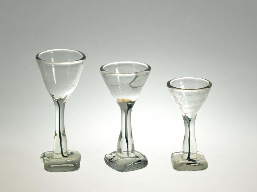 Likööriklaasid, h 12–14 cm